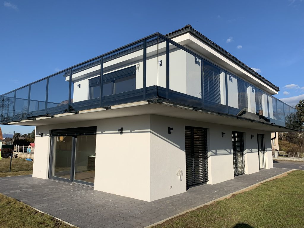 Modernes Haus mit 2 Wohnungen